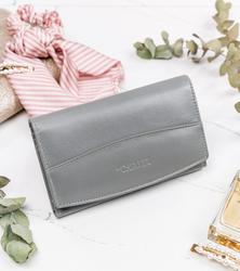 Skórzany portfel damski marki Cavaldi, zapinany na zatrzask